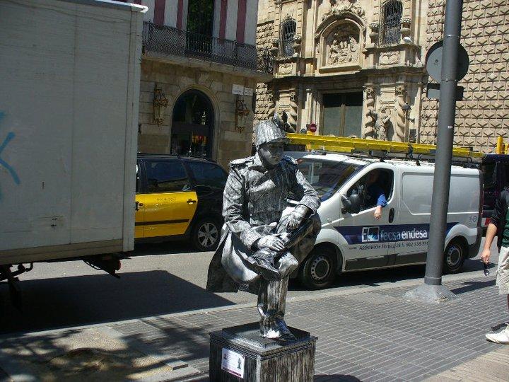 Street performer in La Rambla